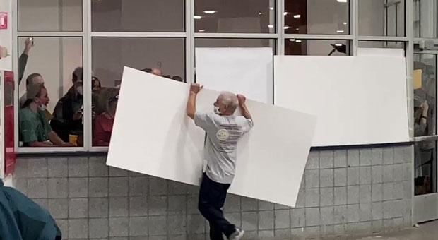 detroit-election-officials-cover-up-windows-ballot-count-151120